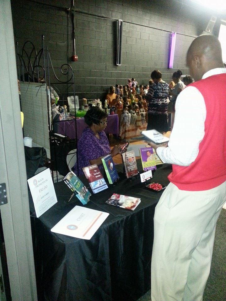 vendors setting up2